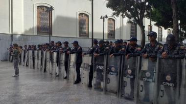 Presencia policial en Asamblea venezolana por presunta alerta de bomba