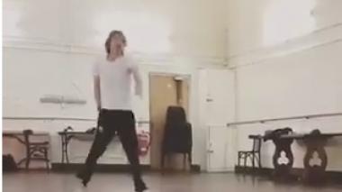 En video | Mick Jagger sorprende en redes bailando, tras su cirugía de corazón