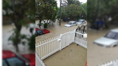 En video | Inundaciones en varios sectores tras fuerte aguacero