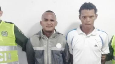 Capturan a dos hombres señalados de herir a bala a otro durante una riña
