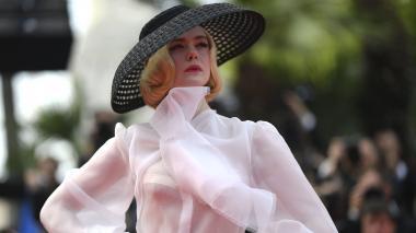 """La actriz Elle Fanning se desmaya en Cannes debido a un """"vestido ajustado"""""""