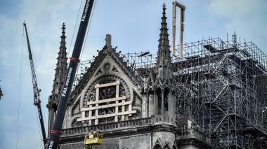 Encuentran la estatua de un ángel de la bóveda de Notre Dame