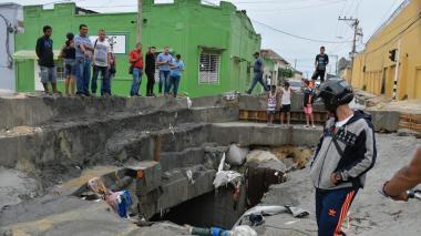 En video | Habitantes del sector cuentan qué sucedió con la van arrastrada por arroyo Hospital