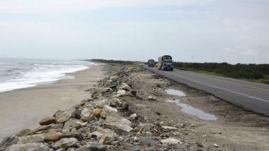 La solución para contener la erosión sería ampliar el enrocado. Rocas dispersas han sido colocadas en los metros finales del kilómetro 19.