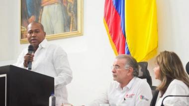 El presidente de la Asamblea, el diputado Gersel Pérez Altmiranda y el gobernador Eduardo Verano, durante la presentación de los proyectos.