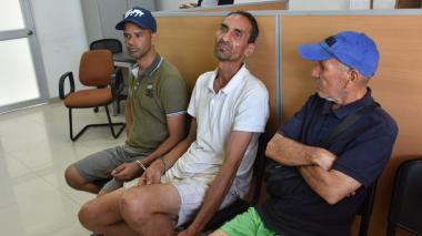 Los tres capturados que iban en la motonave.