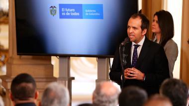 Ernesto Lucena, director de Coldeportes, hablando en la Casa de Nariño.