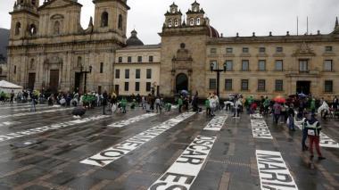 """En video   'Quebrantos', una """"acción de duelo"""" para no olvidar a los líderes sociales asesinados en Colombia"""