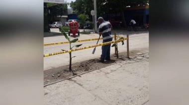 La inusual protesta de comerciantes contra obra inconclusa en Santa Marta