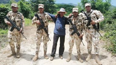 En video | Ejército libera docente que había sido secuestrado en La Guajira