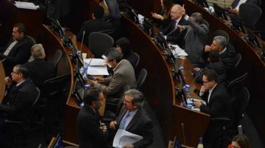 Senado aprueba en último debate eliminación de casa por cárcel a corruptos