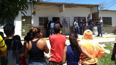 Residentes del sector llegaron al lugar tras conocer la noticia.