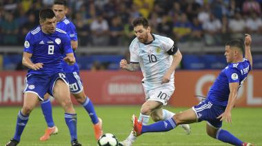 Argentina y Paraguay sobreviven en la Copa América