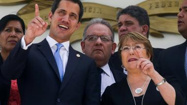 Bachelet se reúne con Guaidó y Maduro en maratónica jornada