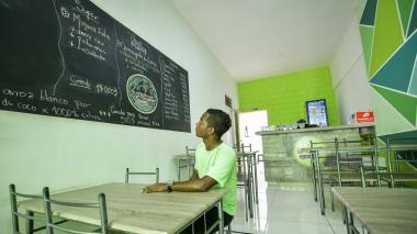 En las inmediaciones de La Merced los restaurantes lucen vacíos, pero siguen vendiendo en menor cantidad.