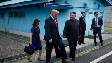 """""""¿Quiere que cruce la línea?"""": Trump a Kim antes de hacer historia en Corea del Norte"""