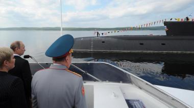 Catorce marinos mueren por un incendio en un submarino en Rusia