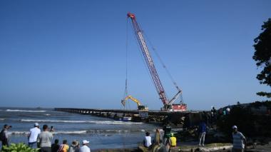En video   Comenzó la demolición del viejo muelle de Puerto