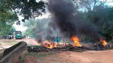 En video | Decretaron toque de queda en Guamal tras asonada por cortes de energía