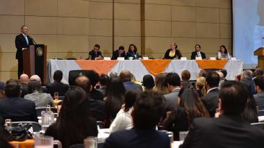 Iván Duque, presidente de Colombia, acompañado por los directivos de los entes de control y las autoridades electorales.
