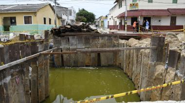 """Olor """"insoportable"""" por agua estancada en barrio Chiquinquirá"""