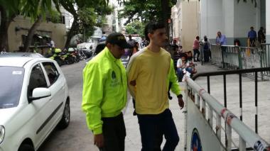 Sebastián Castro Molina, momentos en que ingresaba a la URI de la Fiscalía.
