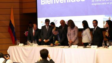 Gobierno, Alcaldes y gobernadores firman pacto para facilitar empalmes