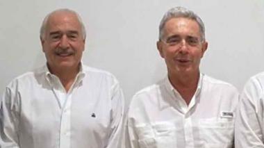 Los expresidentes Álvaro Uribe y Andrés Pastrana.