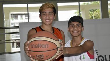 ¡A jugar se dijo! | Luis Zúñiga y David Santacruz se deleitan con la pelota naranja