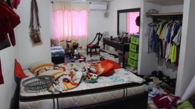 Así quedó una de las habitaciones tras el hurto.