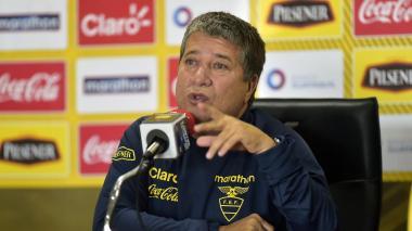 El técnico colombiano Hernán Darío Gómez durante una rueda de prensa.