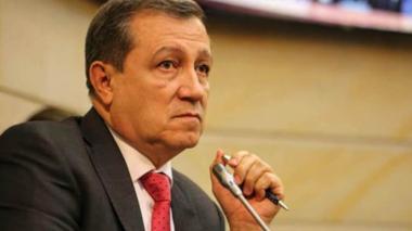 """Piden sancionar al senador Macías por su """"jugadita"""""""