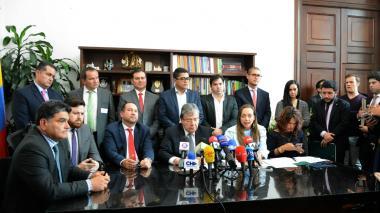 Canciller radica proyecto de política migratoria del país