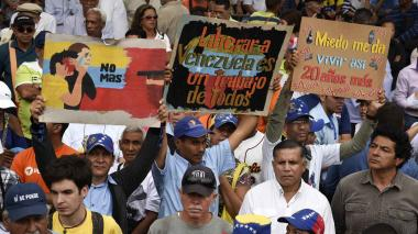"Canciller francés denuncia ""acelerada degradación"" humanitaria en Venezuela"