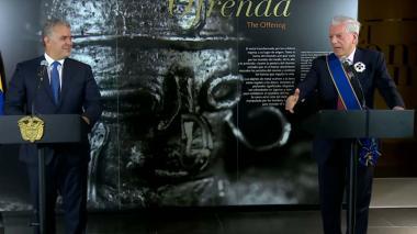 Iván Duque y Mario Vargas Llosa durante su intervención en el foro Diálogos de Innovación para la Democracia.
