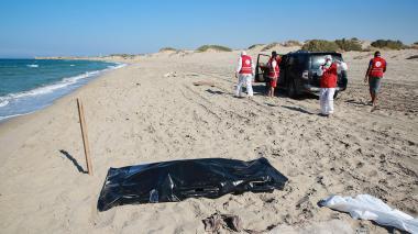 Recuperan 62 cuerpos de migrantes tras naufragio frente a costas libias en Joms