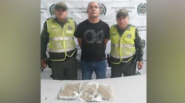 Lo capturan con un kilo de marihuana que llevaba escondido en su vehículo