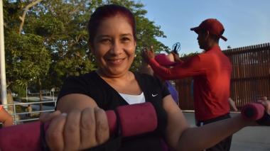 """Ingrid Ariza todas las mañanas sale motivada a las clases del entrenador """"Lucho"""" en el Luis Carlos Galán."""