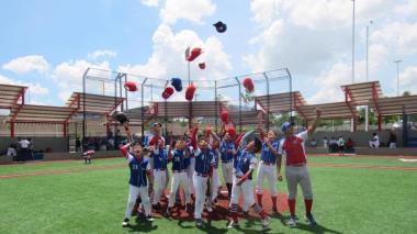 Once de Noviembre  celebra con béisbol