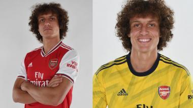 David Luiz con sus nuevos uniformes.