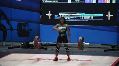 Yineth Santoya, la pequeña gigante de las pesas que se luce en Barranquilla