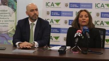 El presidente de la Sociedad de Agricultores de Colombia (SAC), Jorge Bedoya y la gerente del ICA, Deyanira Barrero.