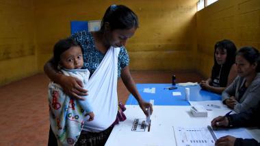 Guatemala elige presidente para enfrentar la pobreza y violencia