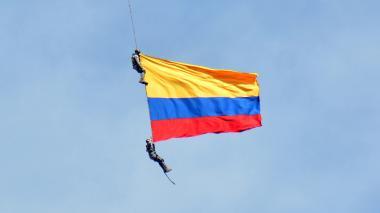 Mueren dos militares durante espectáculo aéreo en Medellín