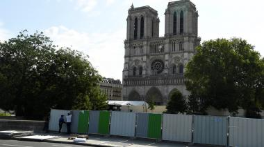 Comienzan labores para limpiar el plomo alrededor de Notre Dame de París