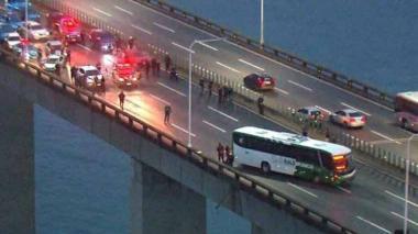 Policía abate hombre que tenía secuestrado a 30 personas en bus de Río de Janeiro