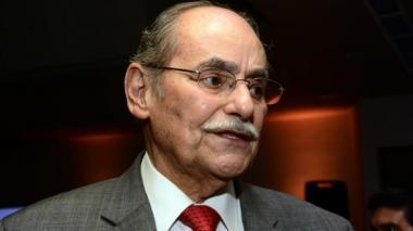 Horacio Serpa recibe mensajes de apoyo previo a su cirugía para tratar una lesión cancerígena