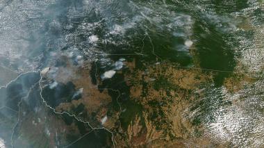 """Ecuador ofrece brigadistas contra incendios ante """"tragedia"""" en Amazonía"""