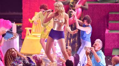 Taylor Swift promueve los derechos LGBT en los Premios MTV