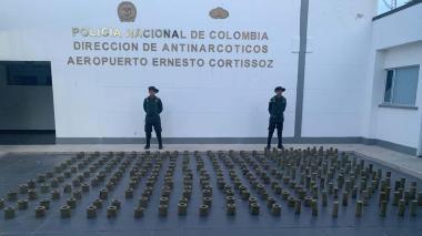 Autoridades incautan 382 kilos de marihuana en el Aeropuerto Ernesto Cortissoz